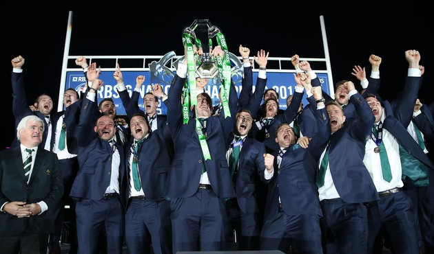 Paul O'Connell lifts the RBS 6 Nations trophy 21/3/2015